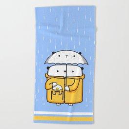 Opi y Kipi en la lluvia Beach Towel