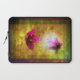 marriage of Titania; Salmon berry floral duet Shakespearean hidden pictures Laptop Sleeve