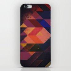 flyypynwwyyrr iPhone Skin