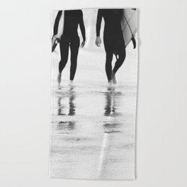 Catch a wave III Beach Towel