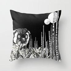UZU JUNGLE : MOONS & THE LEMUR Throw Pillow