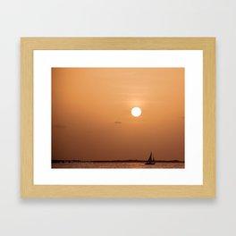 Cae la noche Framed Art Print