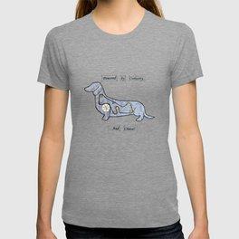 Dachshund - Powered by curiosity T-shirt
