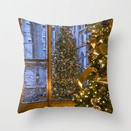 Beautifu christmas tree Throw Pillow