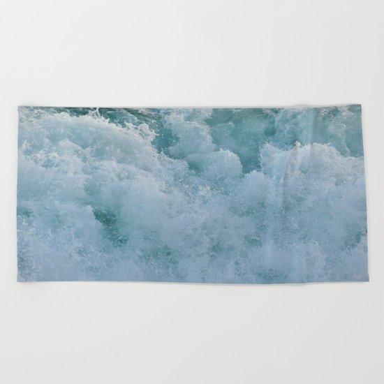 BUBBLES ON THE OCEAN Beach Towel