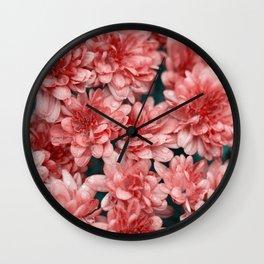 flores naranjas Wall Clock