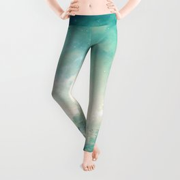 Magnificent Fantasy Hot Air Balloons Rising In The Clear Sky Ultra HD Leggings