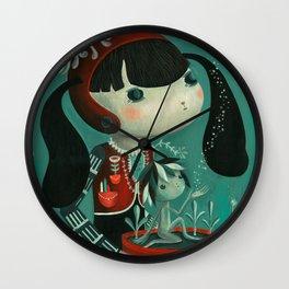 Plantando en el jardin con el lado oscuro de la luna.  Wall Clock