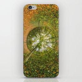 Le bois de Vincennes à l'automne - tunnel planète iPhone Skin