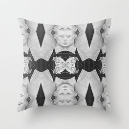 Portrait d'une dame — Flemish Division Throw Pillow
