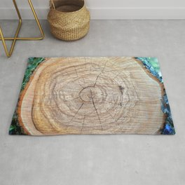 Log with annual rings on a slice. Rug