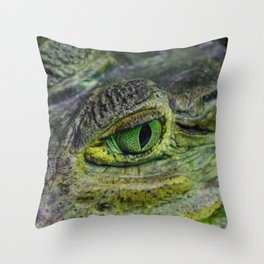 spectacled caiman eye Throw Pillow
