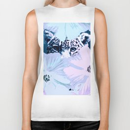 Behind the scenes - big cat hiding behind the flowers - lovely colors Biker Tank
