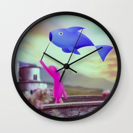 corsa col pesce Wall Clock