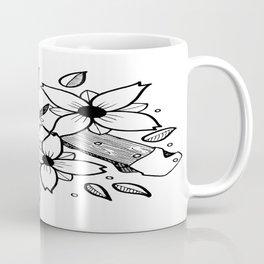 KNIFE AND FLOWERS Coffee Mug