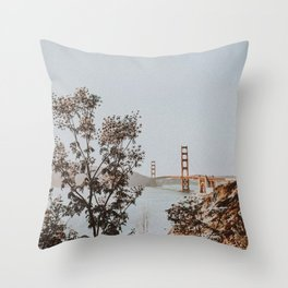 san francisco, california / golden gate bridge Throw Pillow