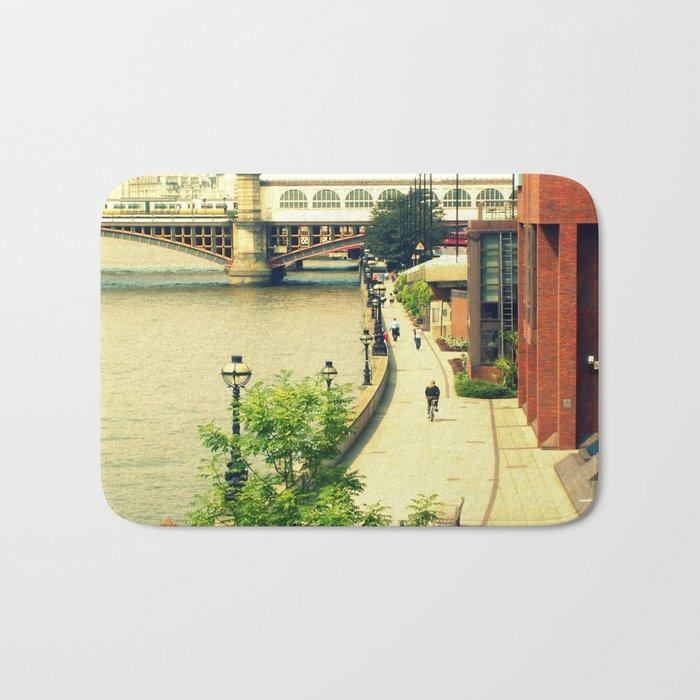 Along the River Thames. Bath Mat
