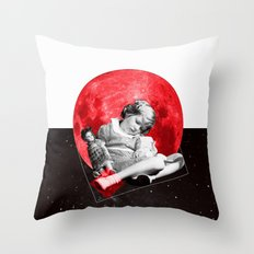 Sommeil Divin Throw Pillow