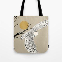 Art print: The snowy owl in flight Tote Bag