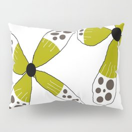 FLOWERY SUSANNE / ORIGINAL DANISH DESIGN bykazandholly Pillow Sham