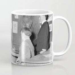 Een historisch tafereel in het museum, Bestanddeelnr 254 0097 Coffee Mug