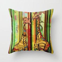Selva pop jirafas fumadoras Throw Pillow