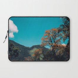 Paz en la montaña Laptop Sleeve