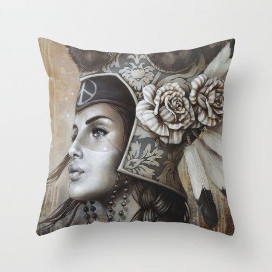 Guerrière pacifique Throw Pillow
