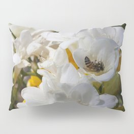 Bee on its back Pillow Sham