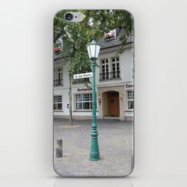 Zons - Straßenlaterne vor dem Rheintor iPhone Skin