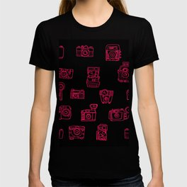 Camera: Pink - pop art illustration T-shirt