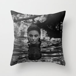 Dona D'aigua - Invincible - Water blackbirds Throw Pillow