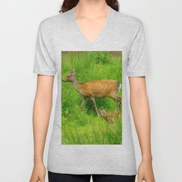 Mother and child - fallow deer with young Unisex V-Neck