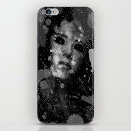 white widow iPhone Skin