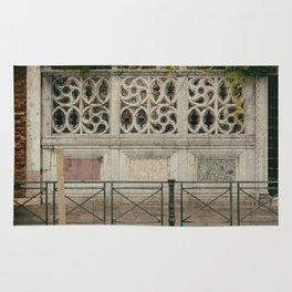 circles in wall Venice Italy Rug