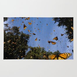Monarchs butterflies fly Rug