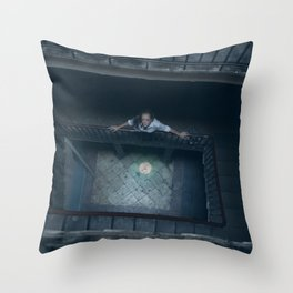 In the middle Throw Pillow