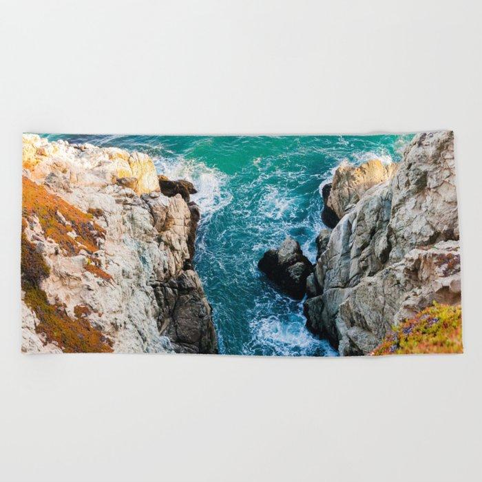 Ocean falaise 5 Beach Towel