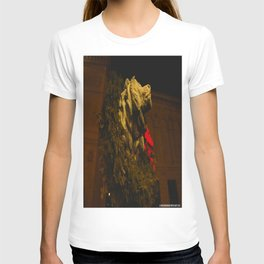 Chicago's Lions in Winter #2 (Chicago Christmas/Holiday Collection) T-shirt