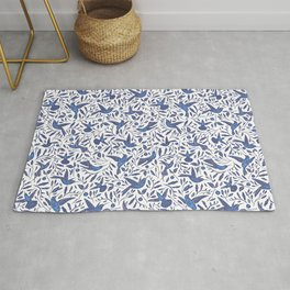 Delft Blue Humming Birds & Leaves Pattern Rug