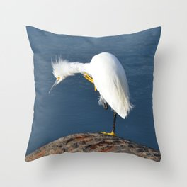 grooming egret Throw Pillow