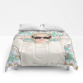 Niall daisies field Comforters