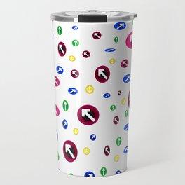 Numerosas flechas de colores apuntando a direcciones Travel Mug