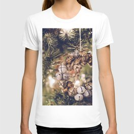 Jingle Bell Wreath on Christmas Tree (Color) T-shirt