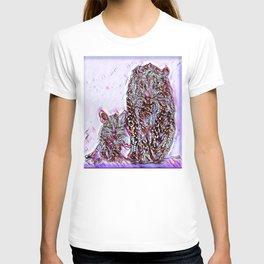 Big Cat Models: Magnified Snow Leopard and Cub 01-02 T-shirt