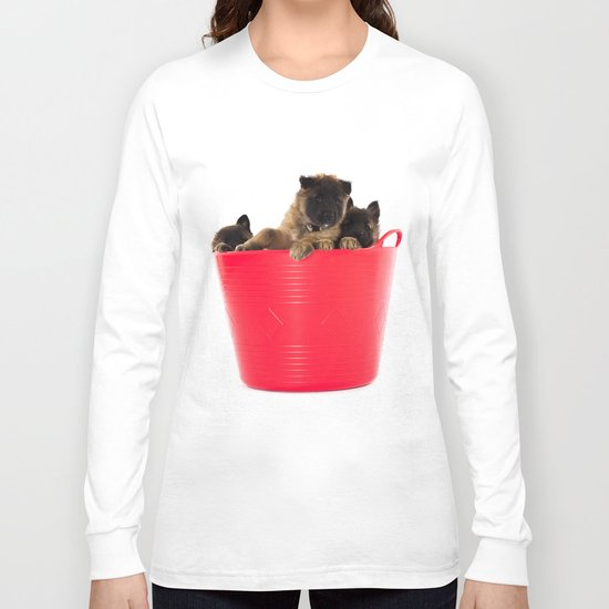 Three puppies in red laundry basket Long Sleeve T-shirt