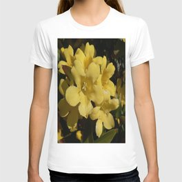 Yellow Carolina Jasmine Blossom Close Up T-shirt