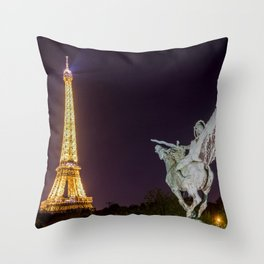 Pont de Bir-Hakeim at night Throw Pillow