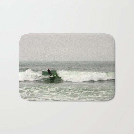 Breaking the waves Bath Mat