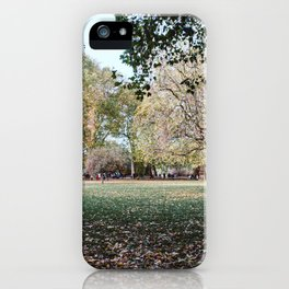 Parque de Londres en otoño. iPhone Case